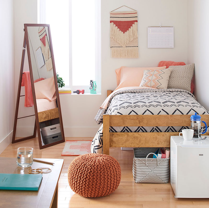 Dorm room design must have essentials decor ideas - Dorm room bedding ideas ...