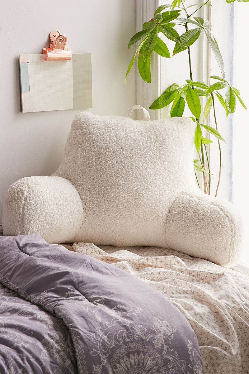 DORM ROOM Design Ideas And Must-Have Essentials // Comfortable study pillows are great for all night study sessions.