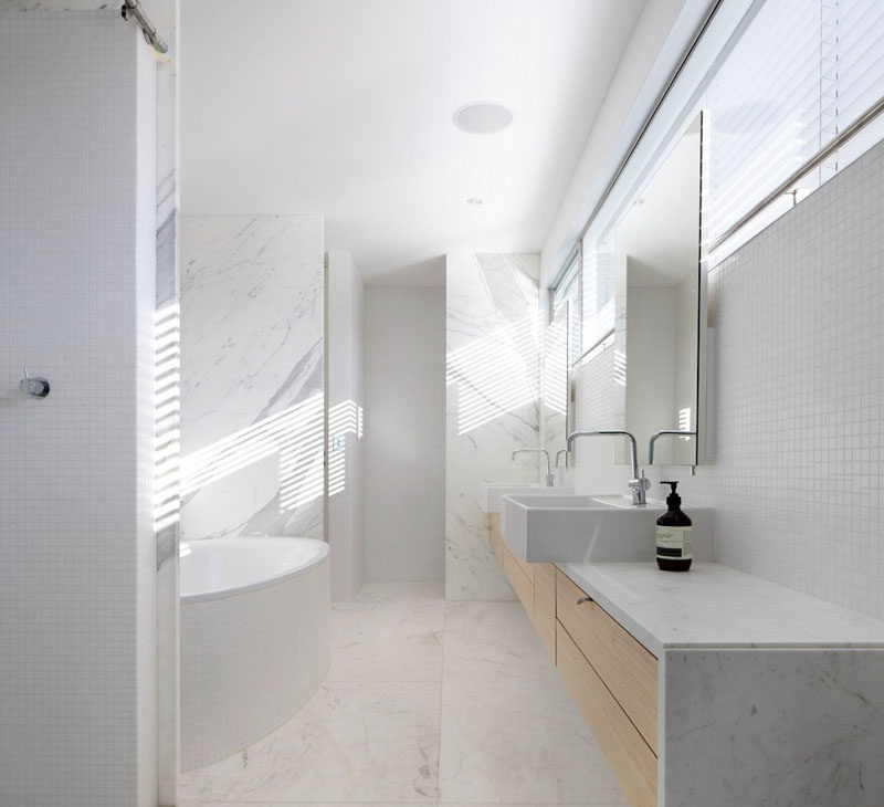 6 Ideas For Creating A Minimalist Bathroom // Stick To A Neutral Color  Palette
