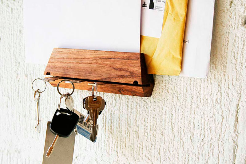 16 Key Holders To Keep You Organized // A thin cut in this wood block