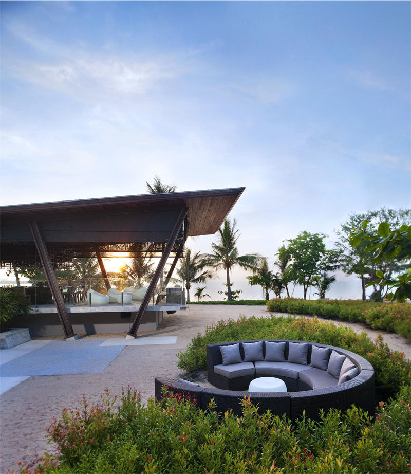 Great 15 Outdoor Conversation Pits Built For Entertaining // Surrounded By Sand  And Bushes, This
