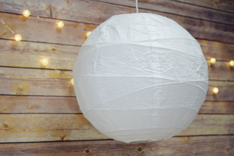 Throw An All White Party With These Ideas For Food And Decorations / Simple white paper lanterns help to create the perfect party atmosphere.