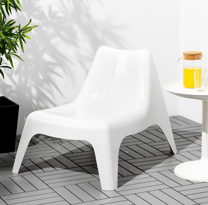 Throw An All White Party With These Ideas For Food And Decorations / White furniture, like this armchair, provide a place for your guests to relax.