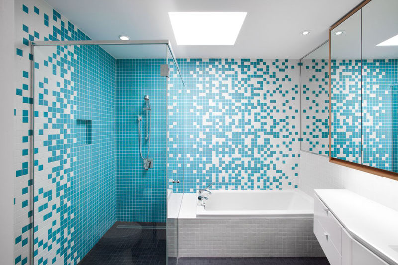13 Inspirational Examples Of Blue And White Bathrooms // Blue tiles arranged in an almost pixel-like way, liven up the bathroom and make it more fun than relaxing but still a nice place to start the day.