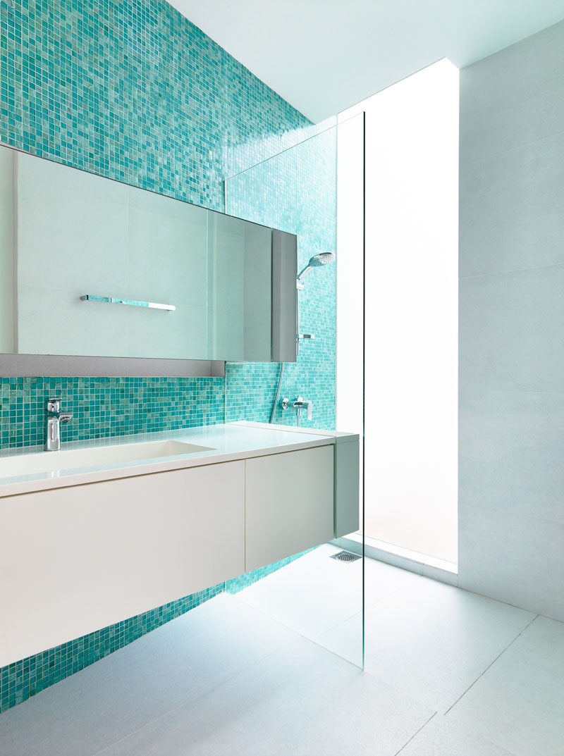Blue and white bathroom floor tiles - 13 Inspirational Examples Of Blue And White Bathrooms An Accent Wall Of Aqua Blue