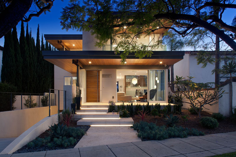 This new house in california presents a welcoming face to the street