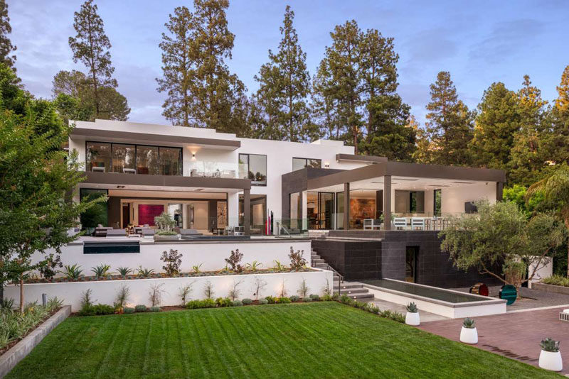 This California Home Was Designed For Indoor/Outdoor Entertaining
