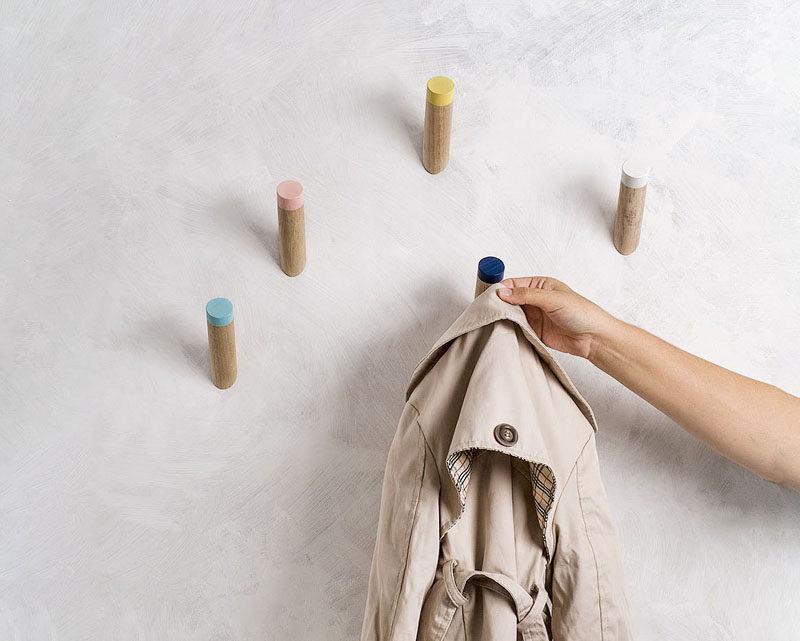 Ý tưởng thiết kế nội thất - Bao gồm những gì khi tạo lối vào cuối cùng // Không gian treo - Sử dụng móc, móc treo hoặc giá để giữ quần áo bên ngoài của bạn với nhau ở cửa trước một cách có tổ chức và phong cách.