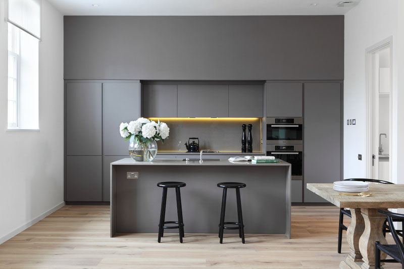 Kitchen Design Idea - 10 Inspirational Examples Of Kitchens With Integrated Fridges // The integrated fridge in this kitchen makes the space feel cleaner and more modern by allowing the space to be dominated by clean lines.