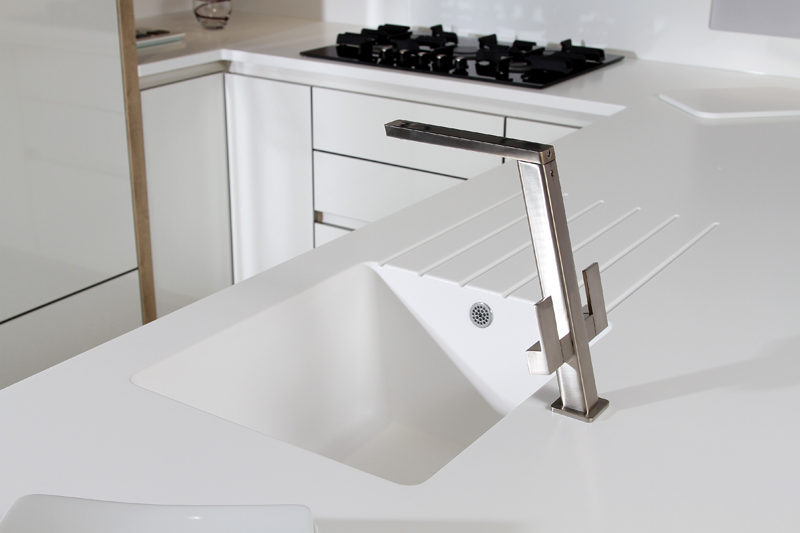 KITCHEN DESIGN IDEA - Kitchen Sinks Integrated Into The Countertop