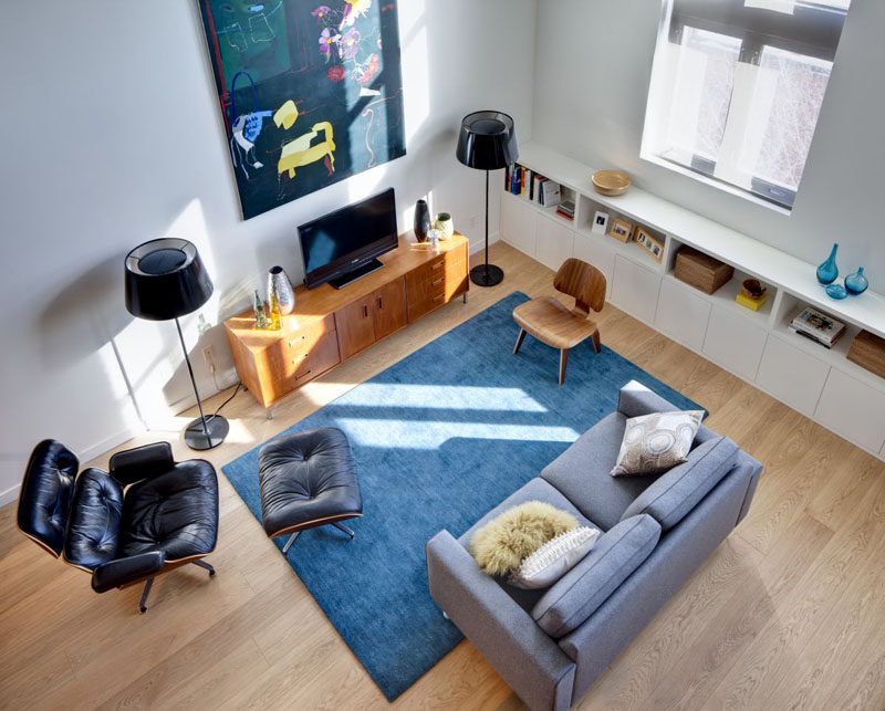 15 Living Room Layouts From Above // This simple living room uses blue and subtle hints of yellow to add color and life to the space.