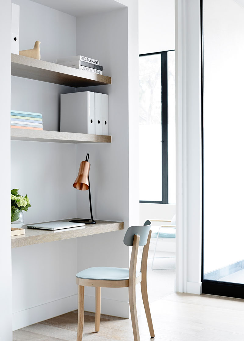 10 Small Home Office Ideas - Keeping the decor simple and the space bright will help your small office space feel more manageable, and will turn it into a place you look forward to spending time in. #HomeOffice #SmallHomeOffice #SmallDesk #InteriorDesign