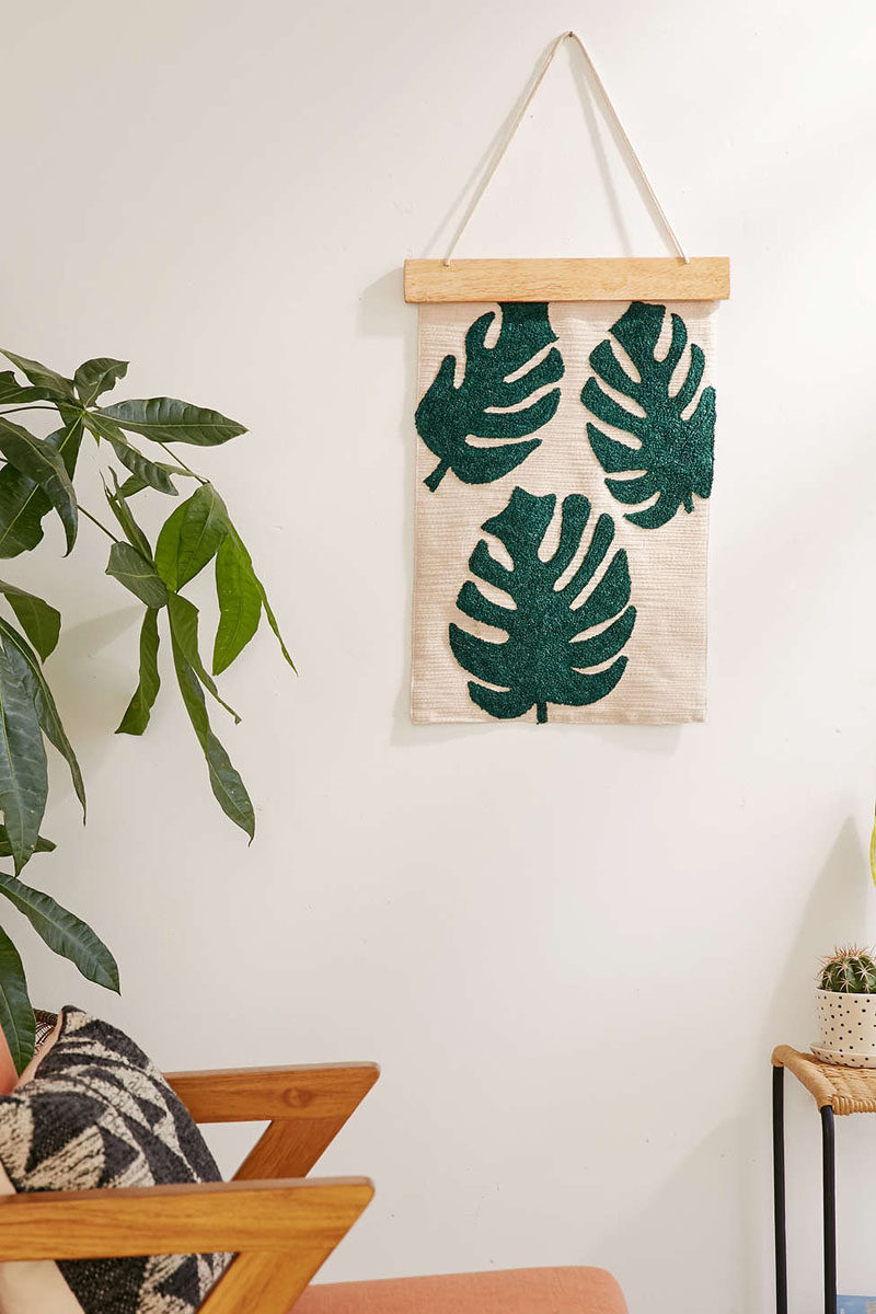 17 Ways To Introduce Botanical Designs Into Your Home Decor // This wall hanging adds texture, warmth, and botanicals to your home - three things no home should be without.