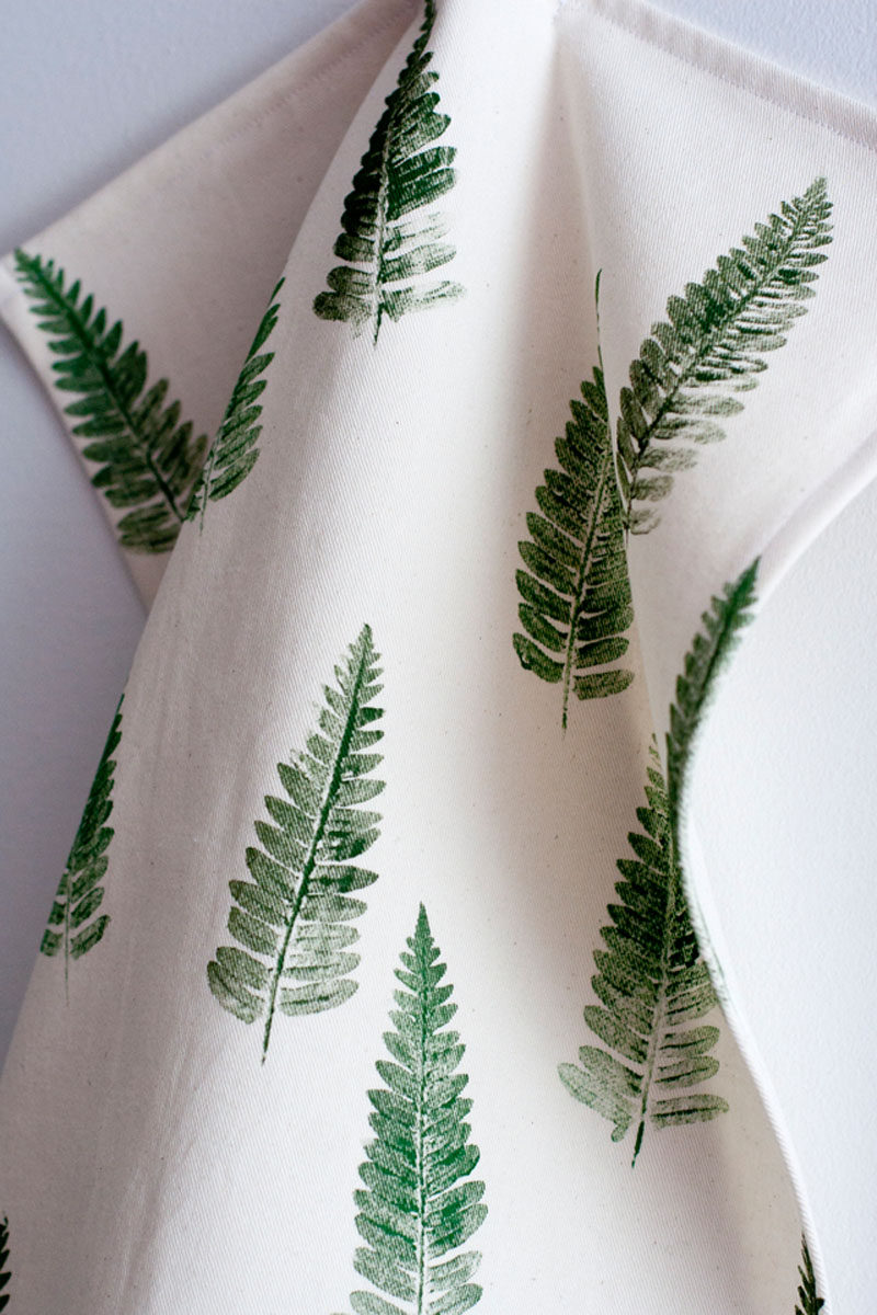 17 Ways To Introduce Botanical Designs Into Your Home Decor // A botanical tea towel or two is the perfect way to add some greenery to your kitchen, here's a DIY for a fern tea towel.
