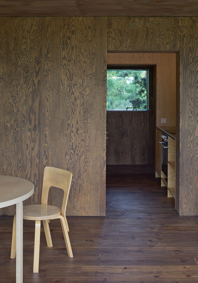 Dark wood has been used in this summer house to make the view through the windows stand out.
