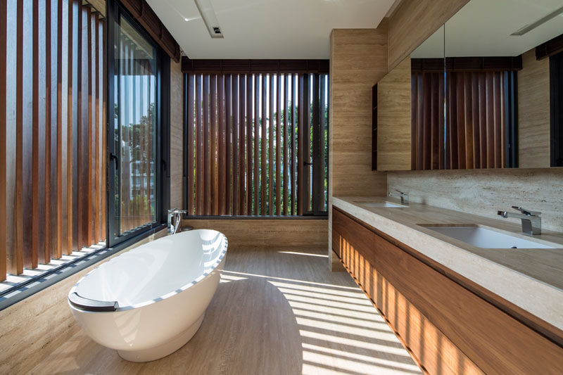 Adjustable vertical timber louvers along the windows shield the glazing and regulate how much sunlight reaches the bathroom, as well as ensuring privacy when required.