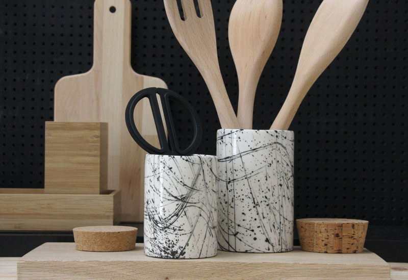 Gift Ideas For People Who Love To Cook // Every chef has a ton of utensils. From flippers, to spoons, to spatulas and tongs, a utensil container keeps them out of the drawers and right within reach.