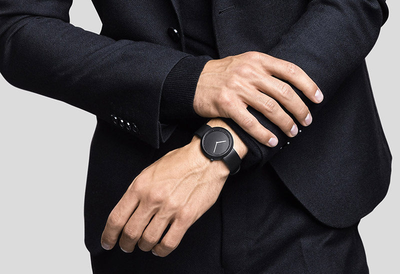 The Ultimate Gift Guide For The Modern Man (40+ Ideas!) // A Minimalist Black Watch
