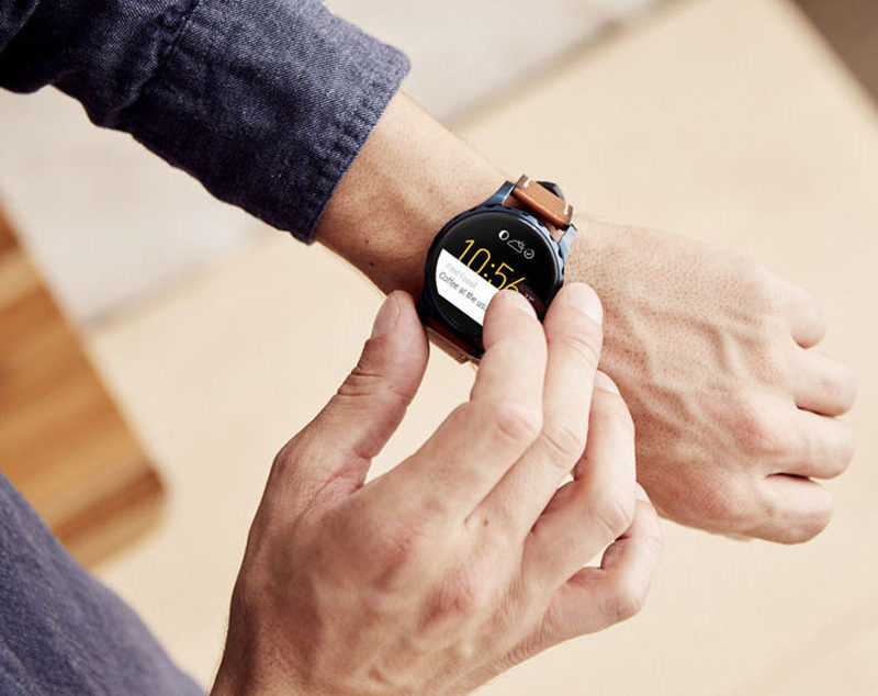 The Ultimate Gift Guide For The Modern Man (40+ Ideas!) // A Smart Watch
