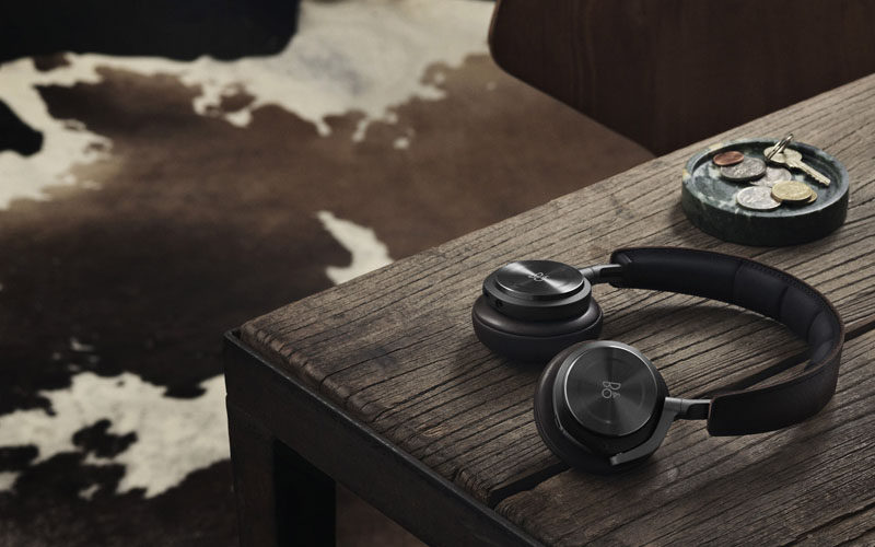 The Ultimate Gift Guide For The Modern Man (40+ Ideas!) // Wireless Headphones