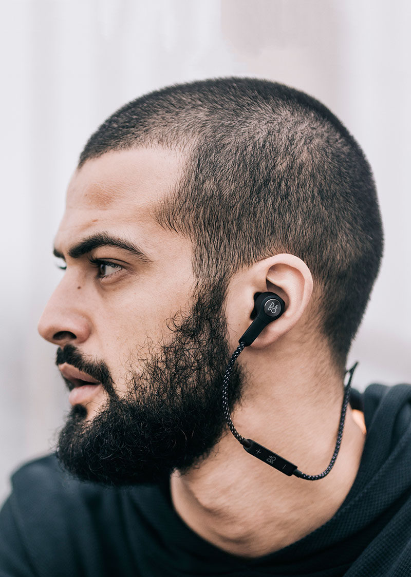 The Ultimate Gift Guide For The Modern Man (40+ Ideas!) // Wireless Earphones