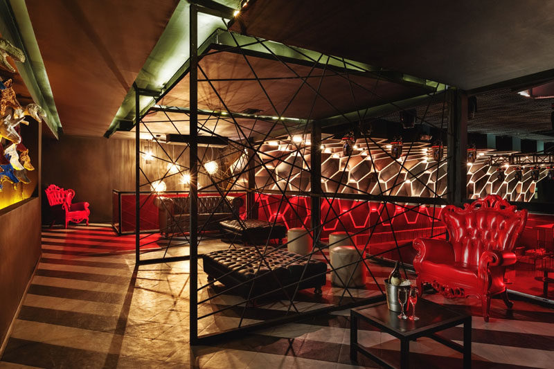 Pops of red have been used as a dramatic touch in this nightclub in Mexico.