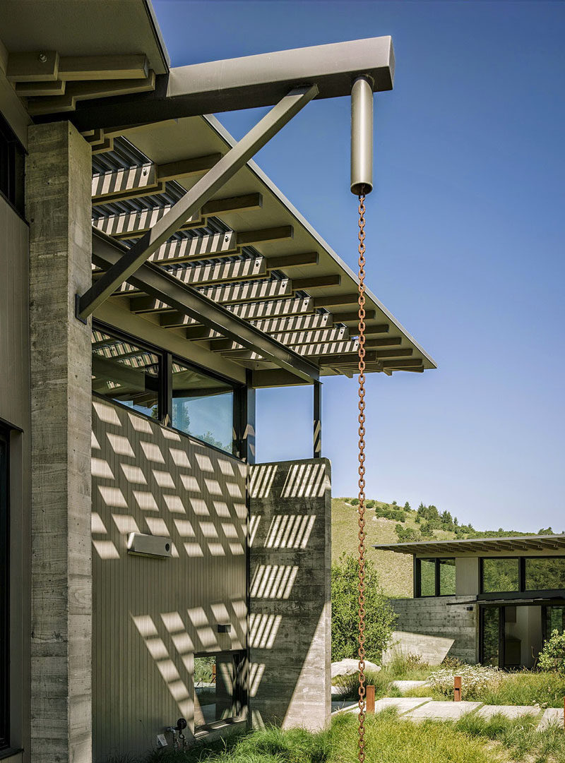 14 modern homes that use rain chains to divert water for Home landscape design studio for mac 14 1