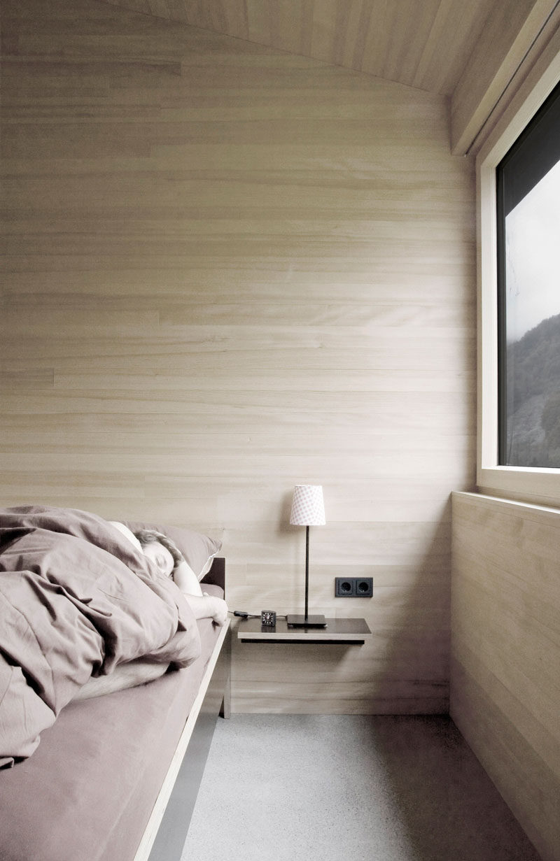 4 Essentials You Need To Create A Scandinavian Bedroom // Materials -- Scandinavian bedrooms are all about texture. Crumpled linens, layers of blankets, piles of pillows and wood elements create the perfect mix of textures that add dimension and warmth to the bedroom.