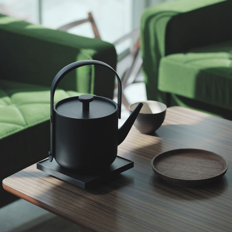 Gift Ideas For Tea Drinkers // This kettle was designed to perfectly boil just the right amount of water for two people quickly and quietly.