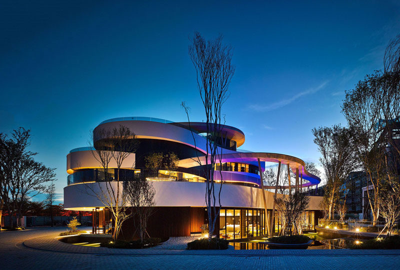 This Clubhouse Shows Off Its Stacks Of Curvaceous Levels