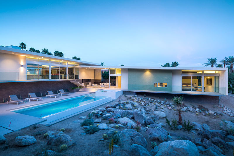 This new house maintains the mid century modern flair of for New modern homes palm springs