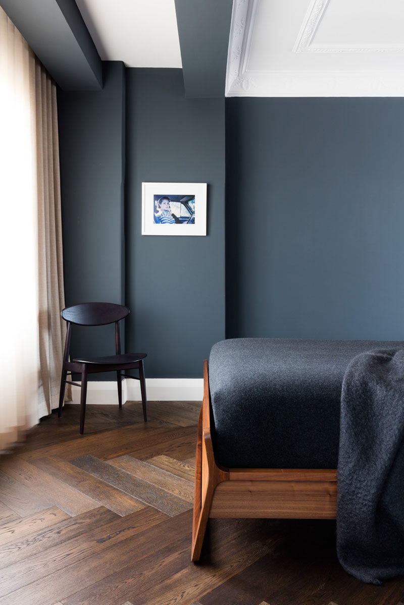 16 Inspirational Pictures Of Herringbone Floors // Dark Wood Was Used On  This Floor To