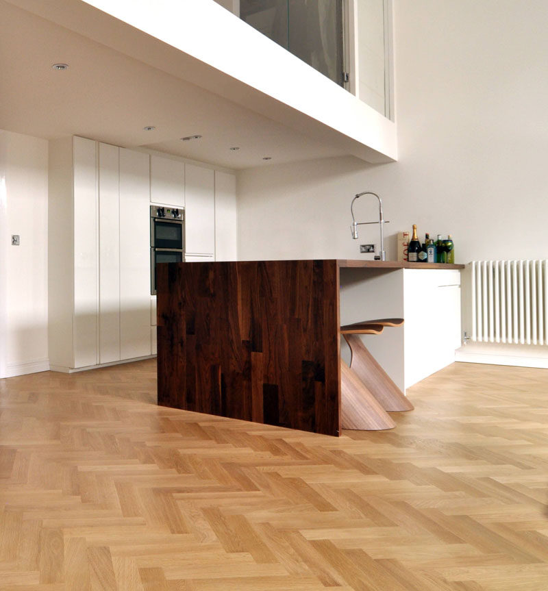16 inspirational examples of herringbone floors contemporist for Wood floors in the new apartment