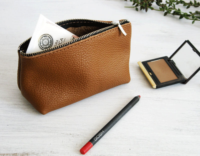 The Ultimate Gift Guide For The Modern Woman (40 Ideas!) // If your girl wears makeup, and most do, a makeup bag will definitely be appreciated. It makes packing for trips easier and keeps things much more organized. #MakeupBag #LeatherCase #LeatherMakeupBag #LeatherPouch