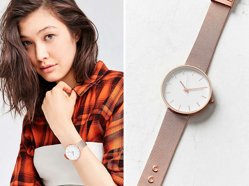 The Ultimate Gift Guide For The Modern Woman (40 Ideas!) // A minimal rose gold watch with a mesh band turns a basic t-shirt and jeans into a sophisticated and thoughtful outfit. #ModernWatch #WomensWatch #ModernWomensWatch #GiftIdeas