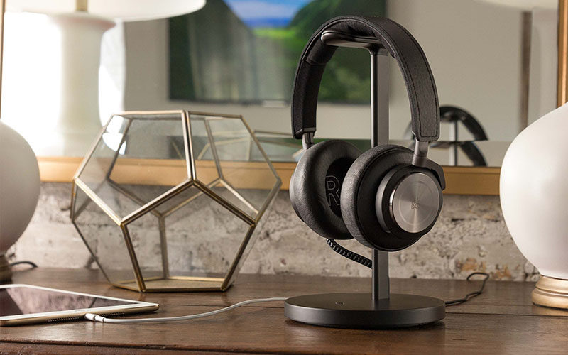40 Awesome Gift Ideas For Architects And Interior Designers // Headphone charging stand.