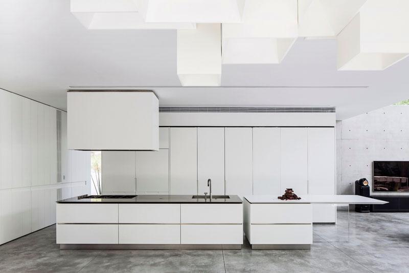 Kitchen Design Idea - White, Modern and Minimalist Cabinets //