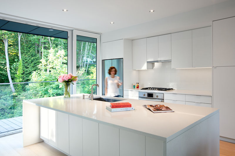 Best Kitchen Design Ideas White Modern and Minimalist Cabinets These white cabinets reflect