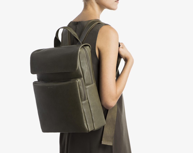 The Ultimate Gift Guide For The Modern Woman (40 Ideas!) // A backpack is perhaps the most practical of day to day bags. They're sturdy, they have lots of space, and they're way better for your back. A leather one like this will stand the test of time and last  much longer than a canvas one. #ModernBackpack #ModernBag #LeatherBackpack