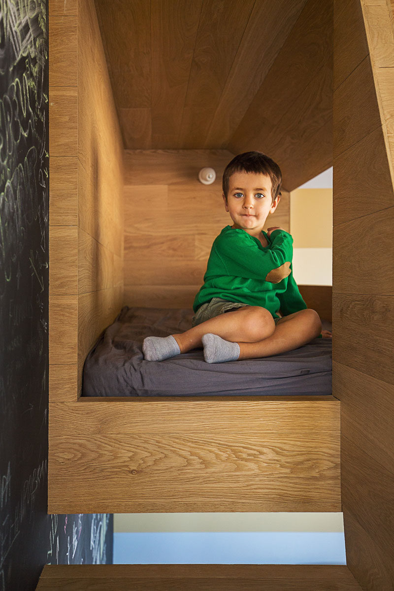Inside this kids cubby, there's a fitted cushion (or mattress) to make playing more comfortable.