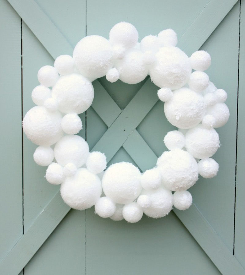 21 Modern Wreaths To Decorate Your Home With This Holiday Season // Create a wreath out of snowballs that will never melt using styrofoam balls.
