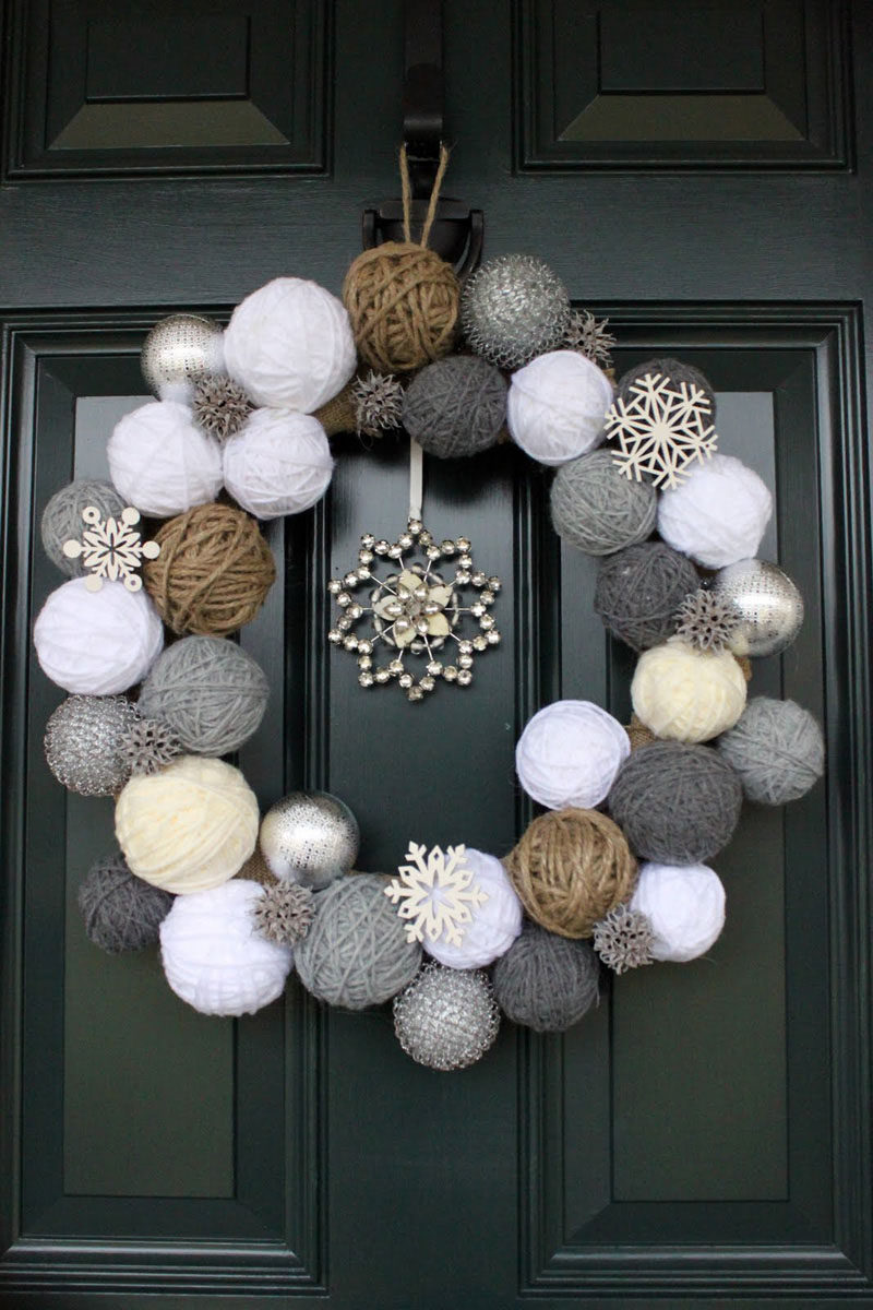 21 Modern Wreaths To Decorate Your Home With This Holiday Season // This wreath would be the perfect addition to the front door of any avid knitter or crocheter.