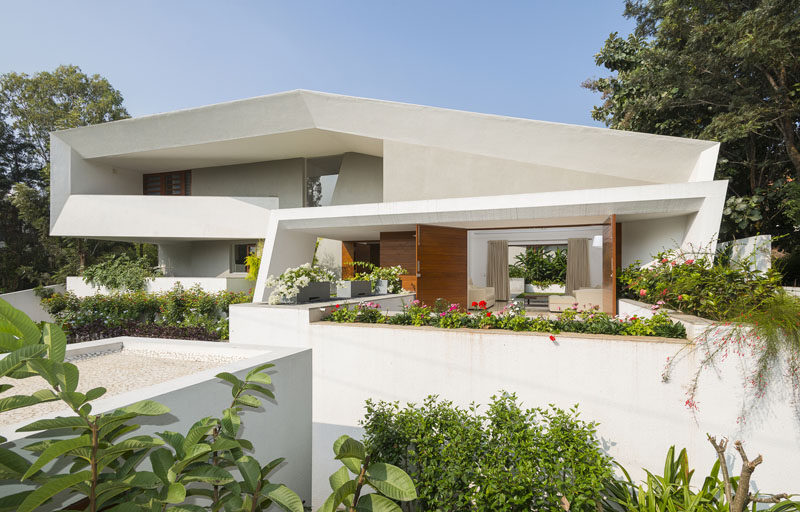 The Design Of This Modern House Features A Very Angular Exterior