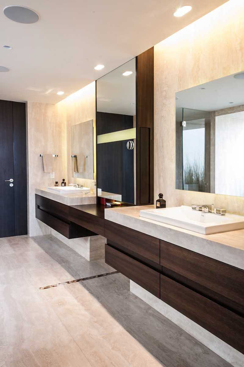5 bathroom mirror ideas for a double vanity contemporist for Lavamanos dobles modernos