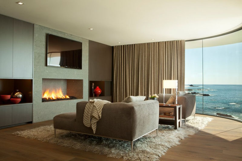 8 TV Wall Design Ideas For Your Living Room // The TV in this living room is above a fireplace to make watching TV and movies that much more comfortable.
