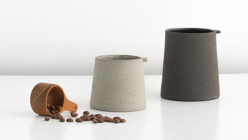 13 Modern Gift Ideas For Coffee Connoisseurs // Super simple minimalist coffee cups put the attention on the flavours of the coffee rather than on the design of the mugs.