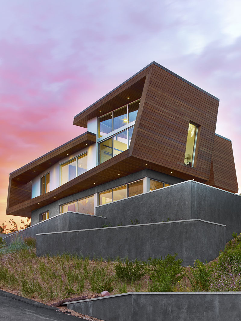 Hariri Architecture Have Designed This Modern Beach House In Provincetown Machusetts That Faces A Salt Marsh And Mile Long Stone Breakwater