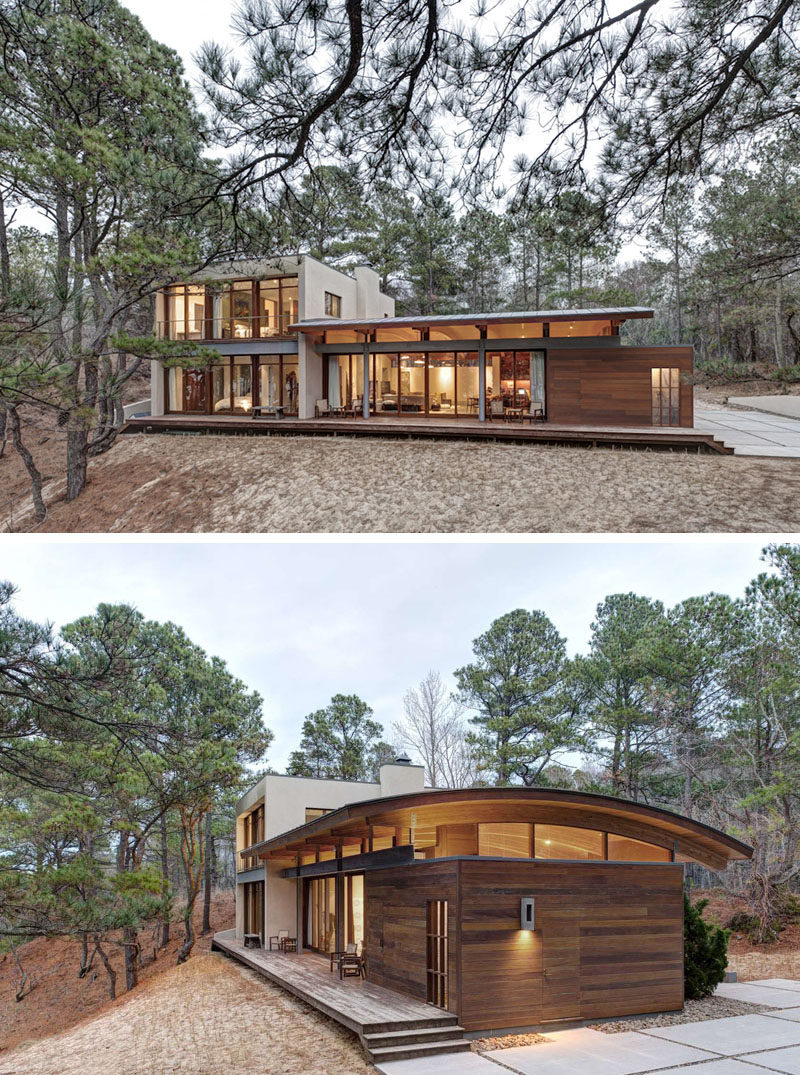 This secluded house makes the most of the surrounding forest and captures the views of the nearby bay.