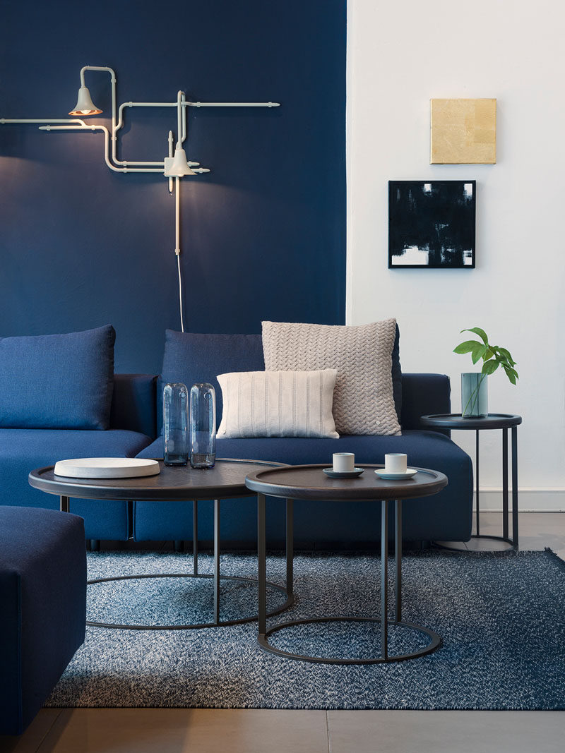 Navy blue furniture living room Midnight Blue Ways To Use Navy Home Decor To Create Modern Blue Living Room Contemporist Ways To Use Navy Home Decor To Create Modern Blue Living Room