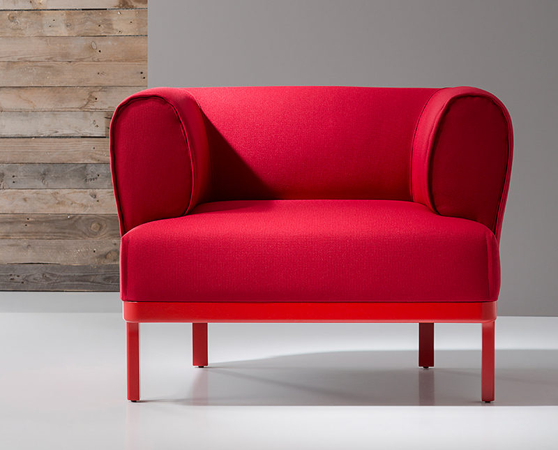 This red armchair named the Zip Armchair has been designed by edeestudio for B&V.